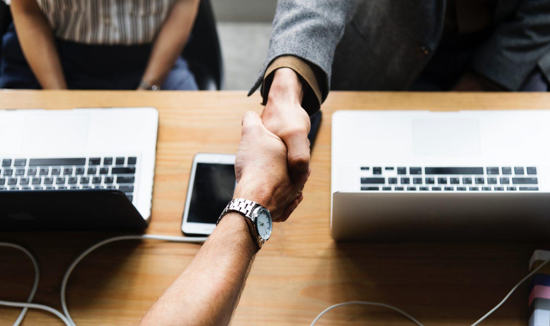 Algumas pessoas têm dificuldade de utilizar a tecnologia ao seu favor para  fazer o recrutamento e seleção de colaboradores para empresas. 235d8d578616d